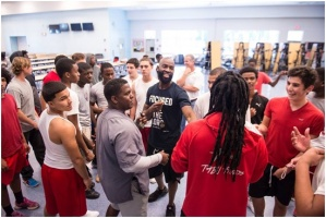 Former NFL Player Helps to Encourage Young Athletes in Miami